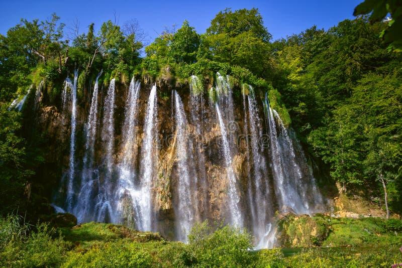 Mooie waterval in Plitvice-Meren Nationaal Park Kroatië stock afbeelding