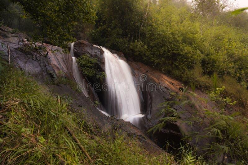 Mooie watervallen in Khao Krajom royalty-vrije stock afbeelding