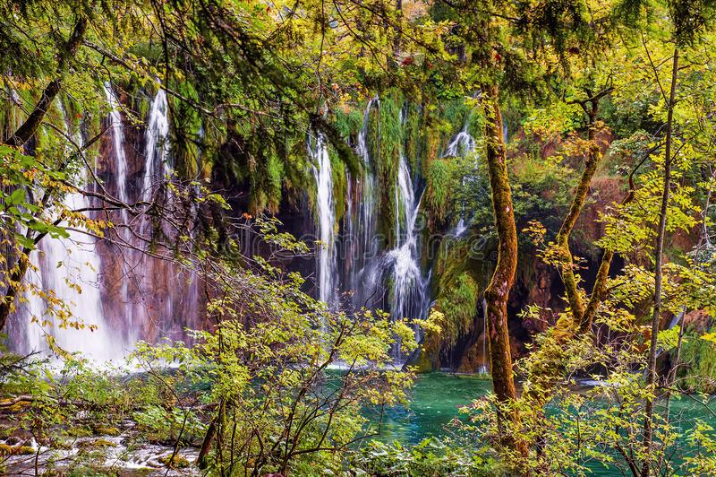 Mooie watervallen in Plitvice-Meren Nationaal Park, Kroatië stock foto's