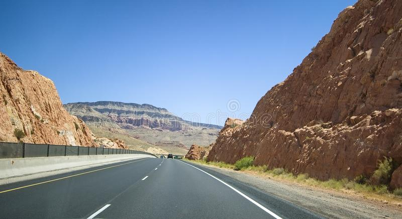 Mooie weg door Nationaal Park, Verenigde Staten stock foto