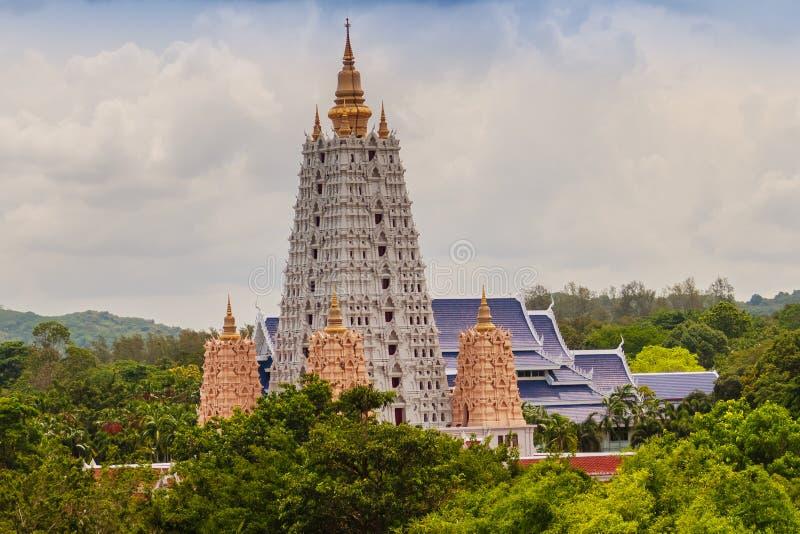 Mooie Witte Buddhagaya-Pagode van Wat Yannasang Wararam Buddhist Temple bij Pattaya-stad, Chonburi-provincie, Thailand stock afbeelding