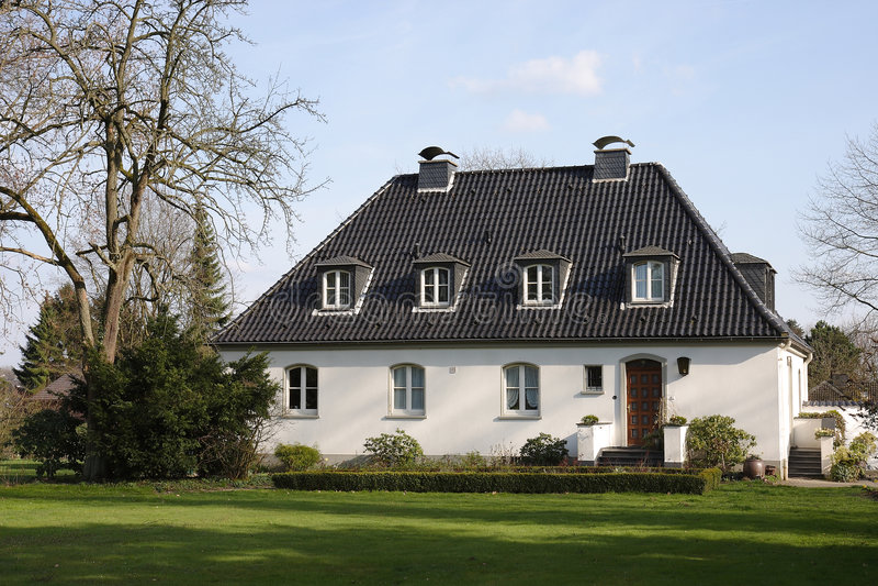 Mooie witte villa royalty-vrije stock afbeelding
