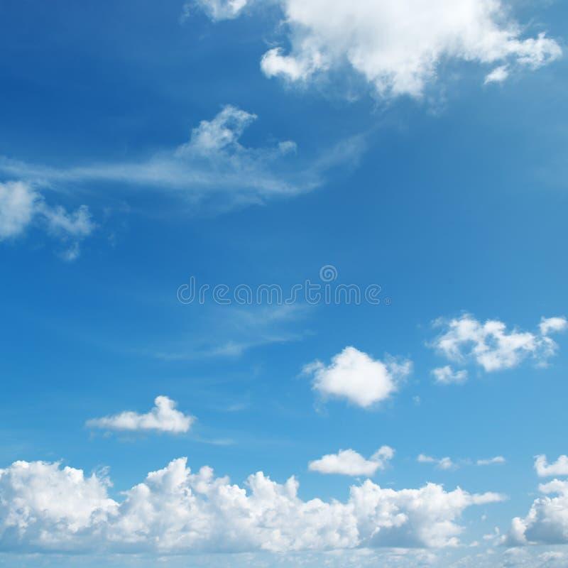 Mooie witte wolken stock afbeelding