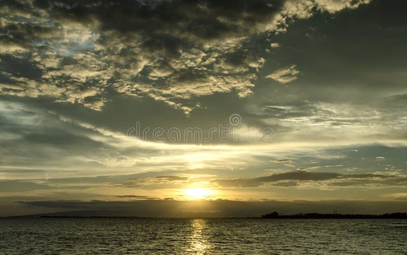 Mooie Wolken en Zonsondergang stock fotografie