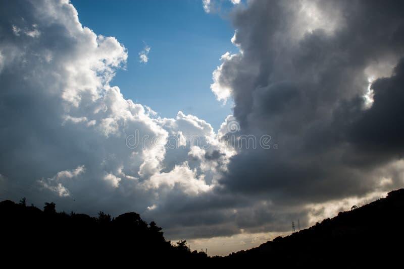Mooie wolken in Libanon 2019 stock afbeelding