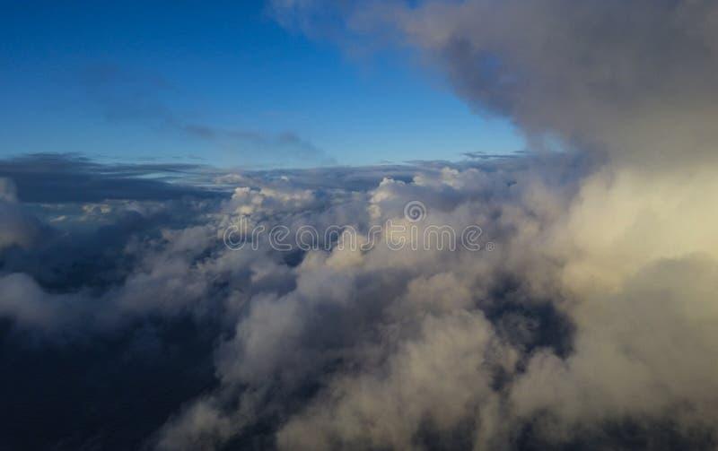 Mooie wolken over het overzees stock foto's