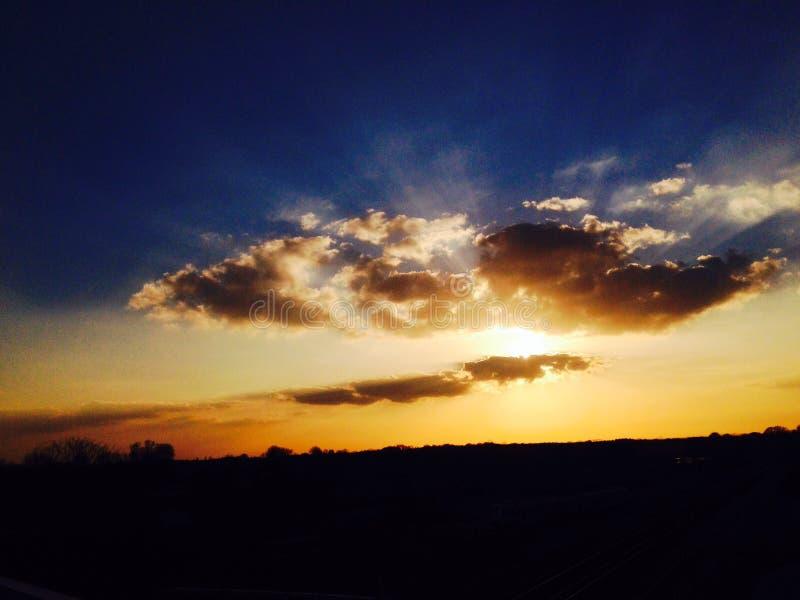 Mooie zon achter DE clouds stock afbeelding