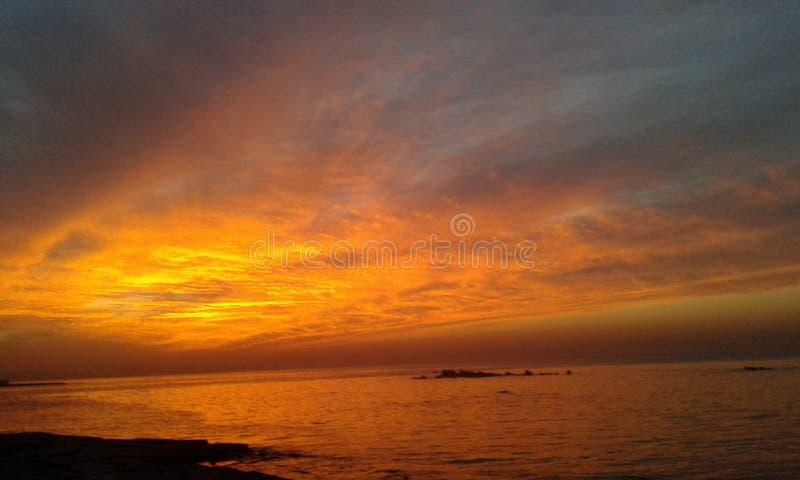 Mooie Zon en fantastische Overzees stock foto's