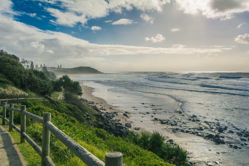 Mooie zonnige dag op het strand in Ballina, Lennox Head, Austra stock foto's