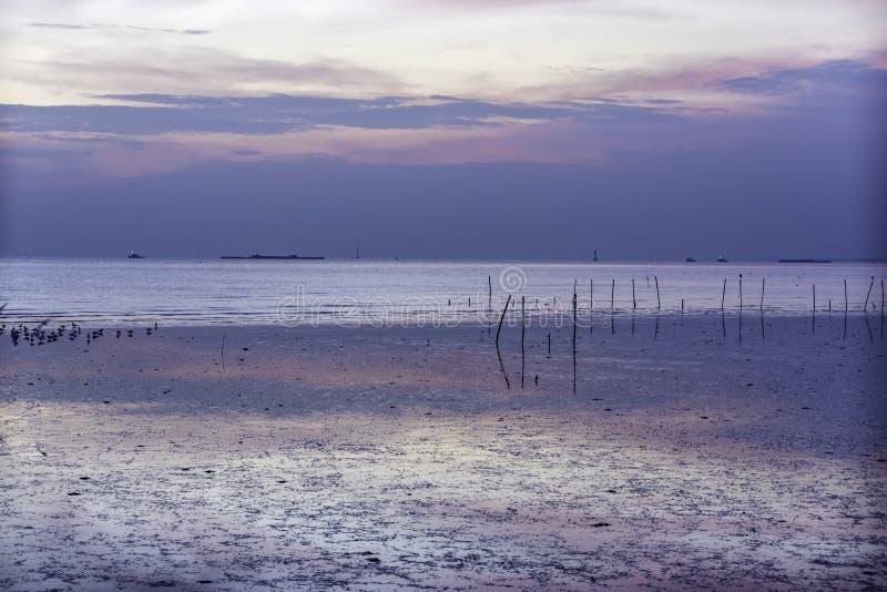 Mooie zonsondergang in Bangpoo, Samutprakarn-provincie royalty-vrije stock afbeelding