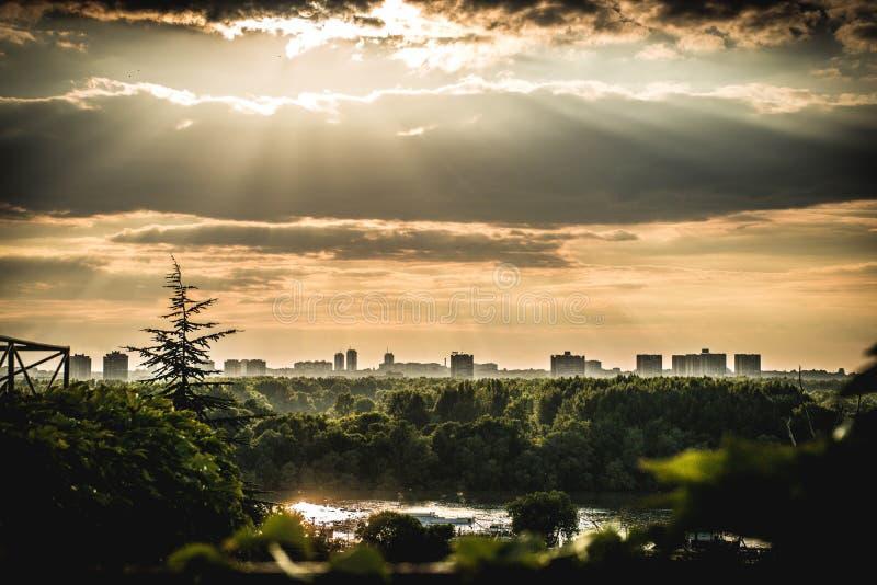 Mooie zonsondergang in Belgrado stock afbeeldingen