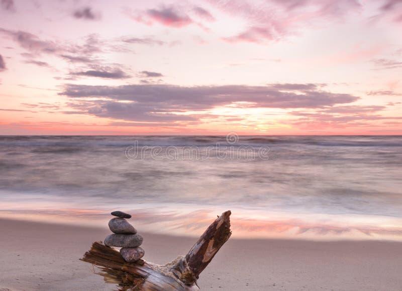 Download Mooie Zonsondergang Bij Oostzee. Stock Foto - Afbeelding bestaande uit shell, life: 29508428