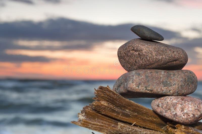 Download Mooie Zonsondergang Bij Oostzee. Stock Foto - Afbeelding bestaande uit strand, romantisch: 29508512