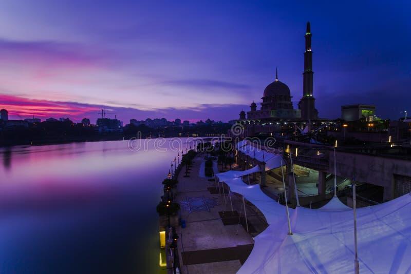 Mooie zonsondergang bij putrajaya, Maleisië royalty-vrije stock afbeeldingen