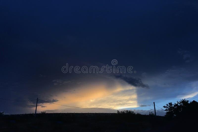 Mooie zonsondergang in een de herfstdag stock fotografie