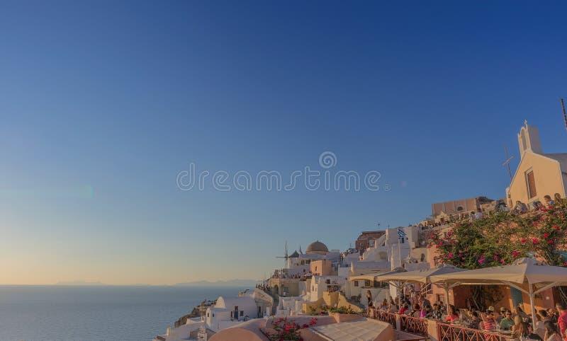 Mooie zonsondergang hoogstens beroemde plaats van Oia, Santorini Gre stock fotografie
