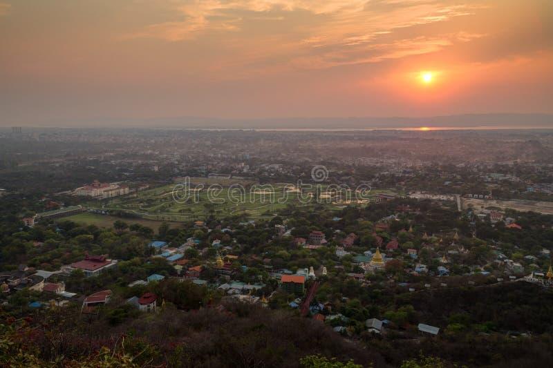 Mooie zonsondergang in Mandalay royalty-vrije stock afbeelding