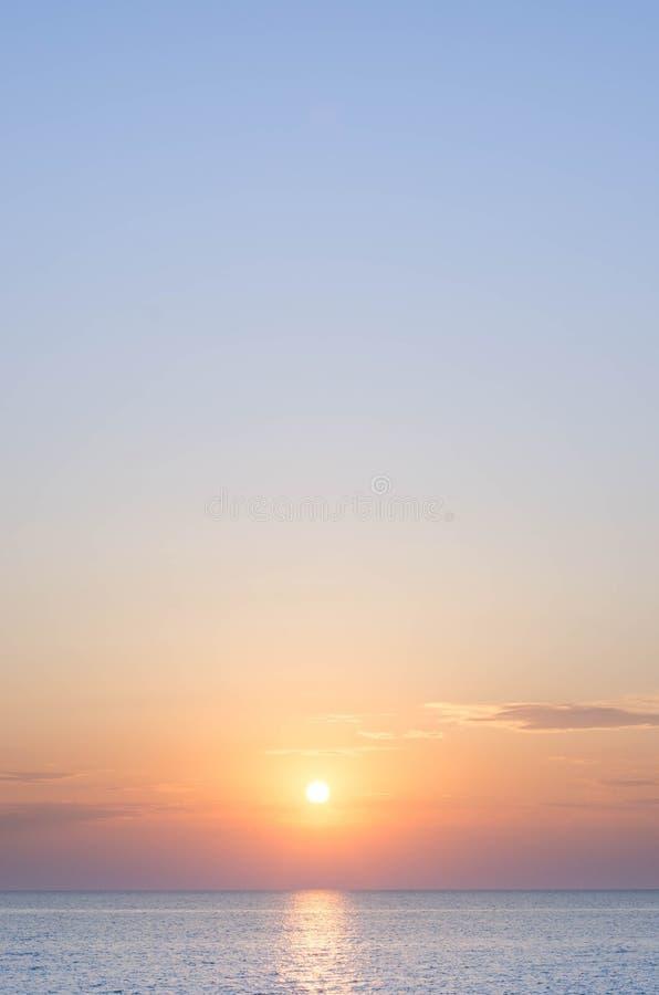 Mooie zonsondergang op de Zwarte Zee stock foto's