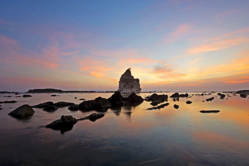 Mooie zonsondergang op Sawarna royalty-vrije stock afbeeldingen