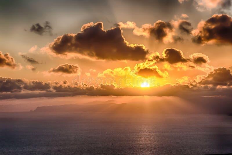 Mooie zonsondergang over de oceaan stock afbeelding