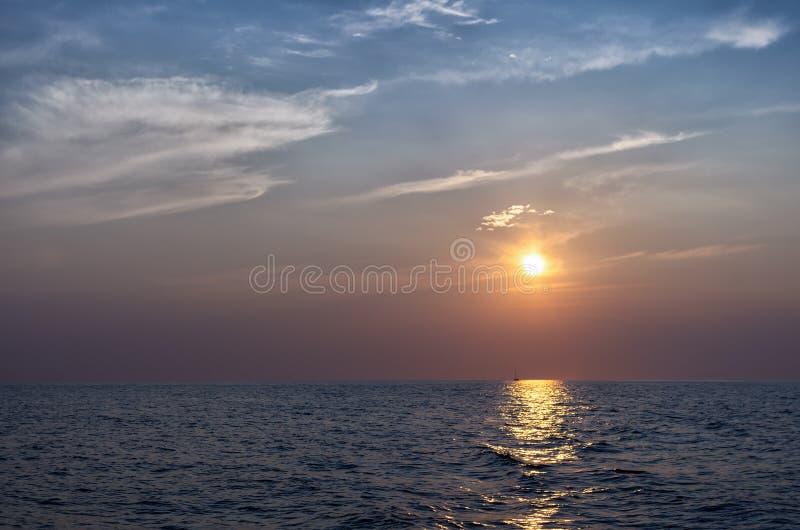 Mooie zonsondergang over het Egeïsche Overzees royalty-vrije stock foto's