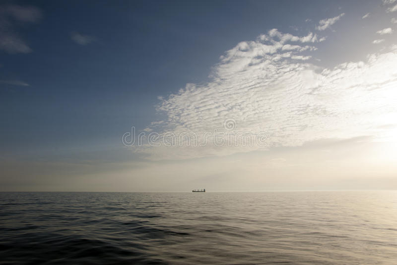 Mooie Zonsondergang over overzees stock foto