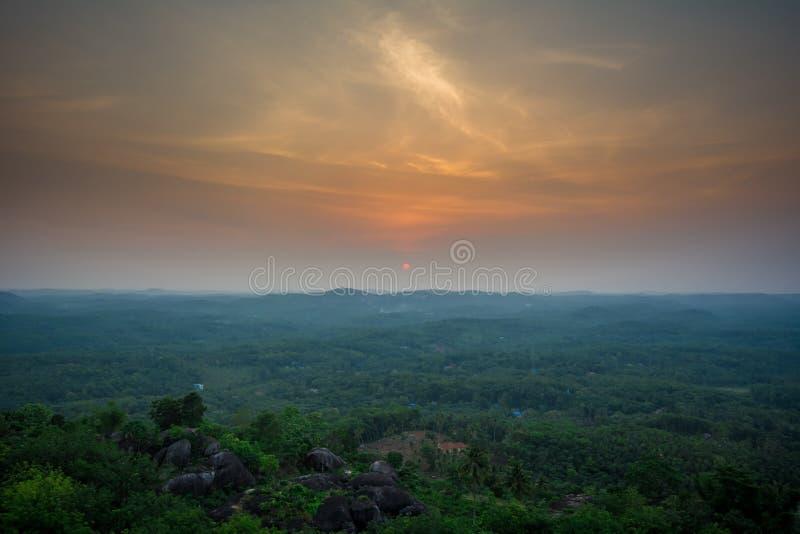 Mooie Zonsondergang schot-E-D van Jatayu-Aardecentrum stock fotografie