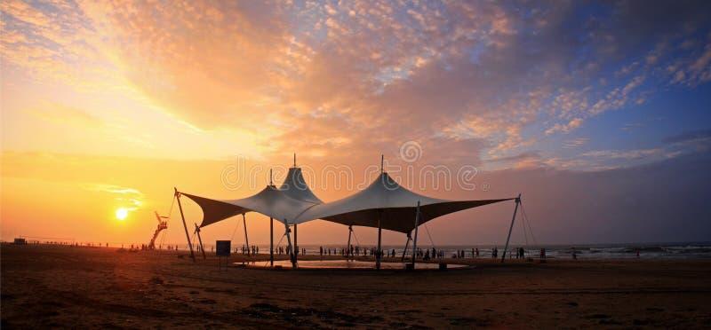 Mooie zonsondergang in Yantai stock foto's
