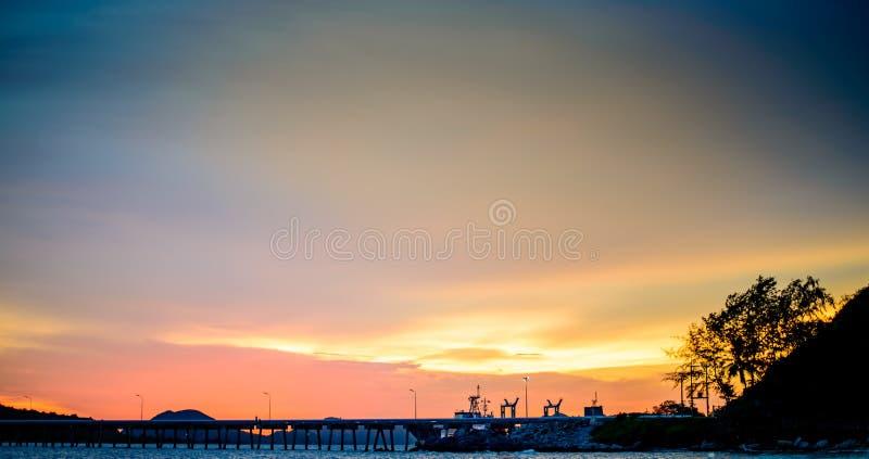 Mooie zonsondergangaard royalty-vrije stock fotografie