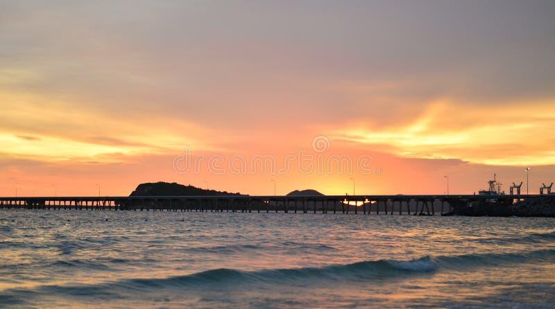 Mooie zonsondergangaard stock fotografie