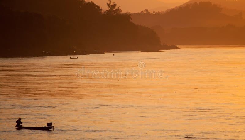 Mooie zonsondergangaard stock foto