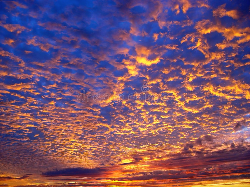 Mooie zonsondergangachtergrond stock afbeelding