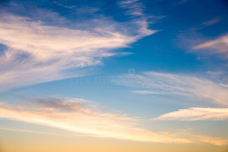 Mooie zonsonderganghemel stock foto