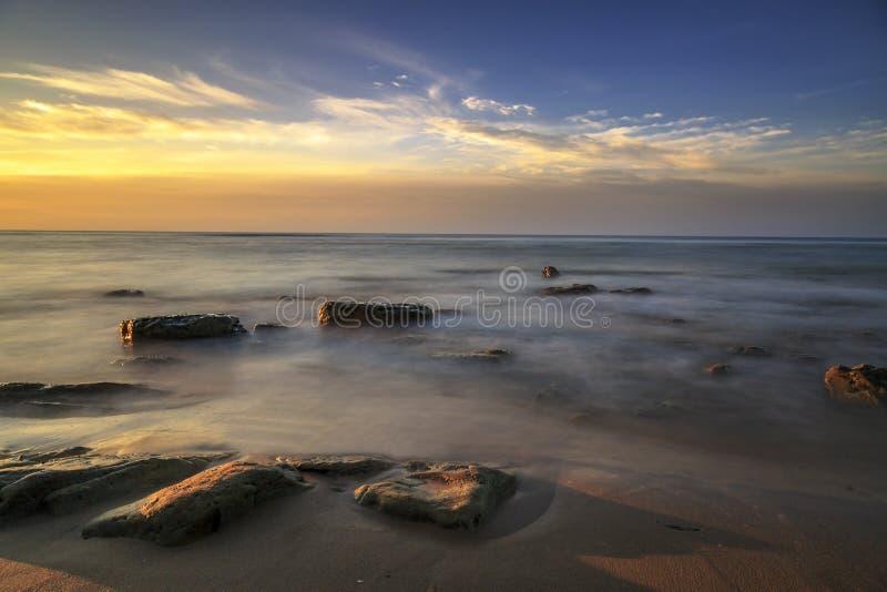 Mooie zonsopgang bij Tanjung-arustrand, Labuan Maleisië 23 royalty-vrije stock foto's