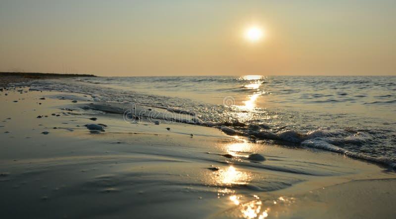 Mooie zonsopgang op het overzees stock foto's