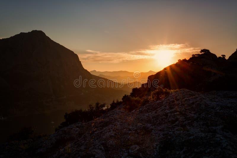 Mooie zonsopgang over de Groene baai stock foto