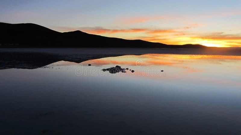 Mooie Zonsopgang in Uyuni-Zout, Bolivië stock foto's