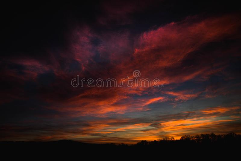 Mooie zonsopgang, verbazende kleuren royalty-vrije stock afbeelding