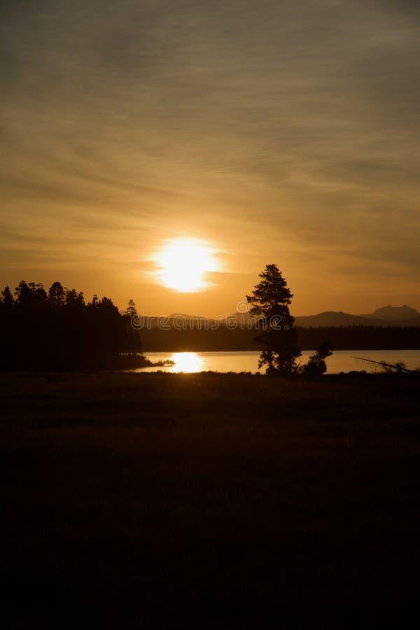 Mooie zonsopgang voor Meer Yellowstone bij het Nationale Park van Yellowstone royalty-vrije stock foto