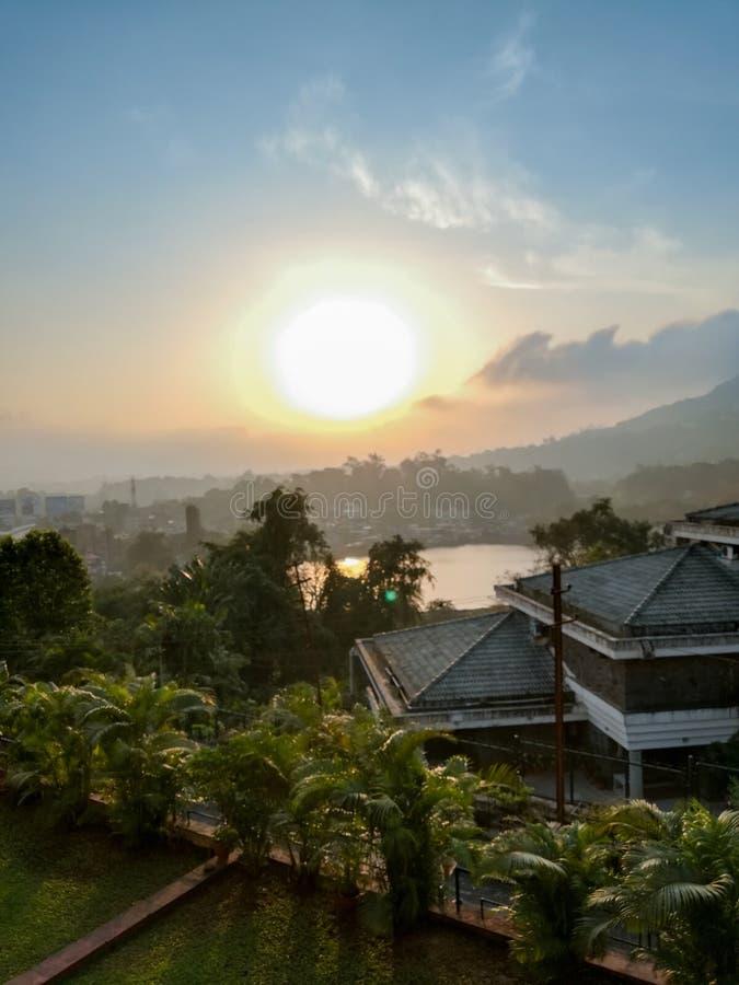 Mooie zonsopgangmening van hotel in lonavala stock fotografie