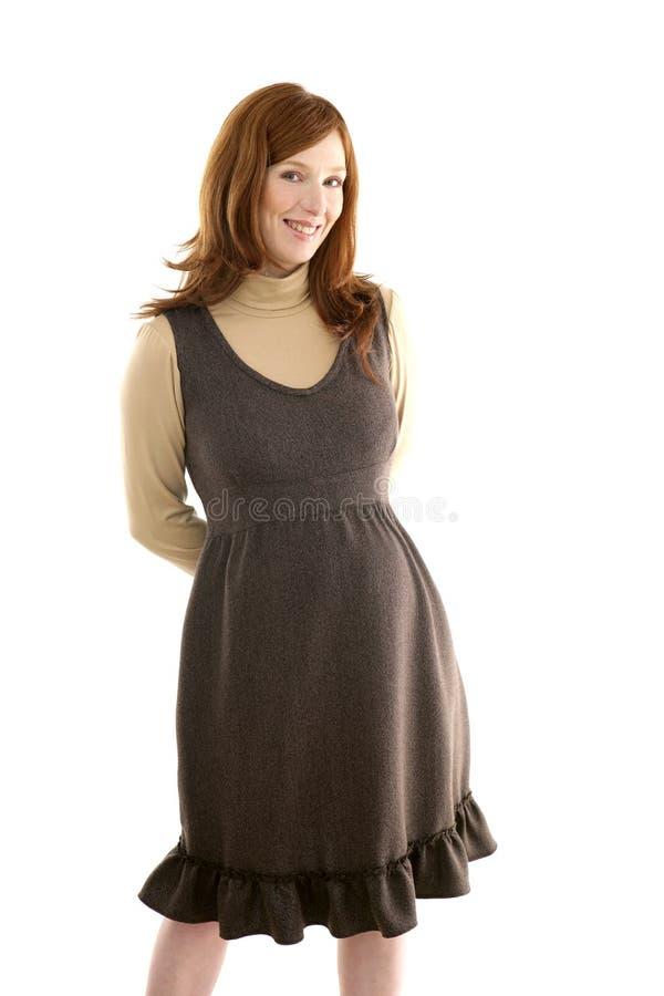 Mooie zwangere redhead vrouwenmanier stock afbeeldingen