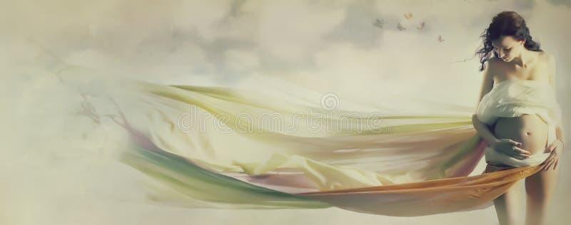 Mooie zwangere vrouw in golvende stof stock afbeelding