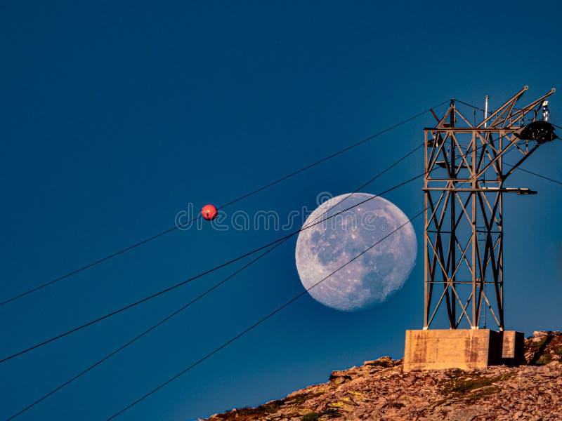 Moon achter de autohendel royalty-vrije stock foto's