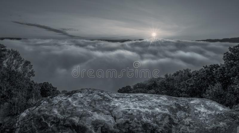 Moon das Steigen am Grandview-Nationalpark in West Virginia stockbilder