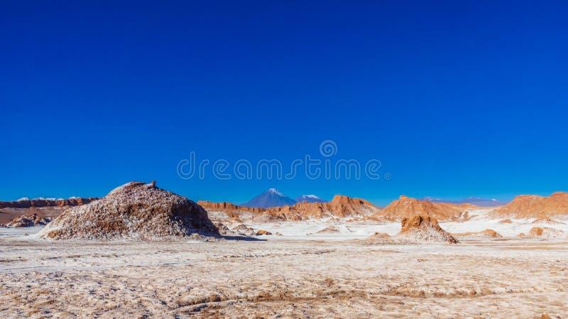 Moon la valle ed il vulcano Licancabur da San Pedro de Atacama nel Cile fotografia stock libera da diritti