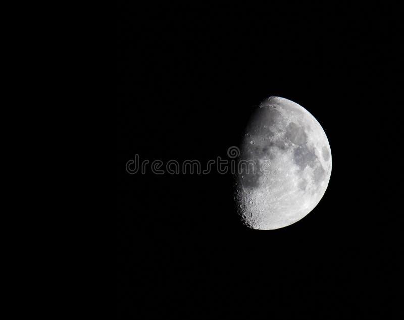 Moon no céu escuro fotografia de stock royalty free