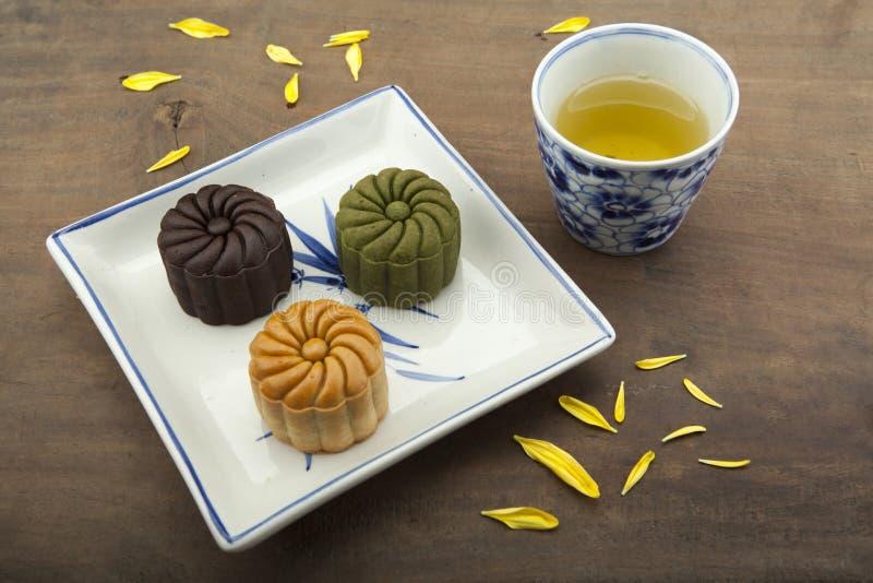 Moon traditionellen Kuchen des Kuchens des Vietnamesen - chinesisches mittleres Herbstfestivallebensmittel lizenzfreie stockfotos