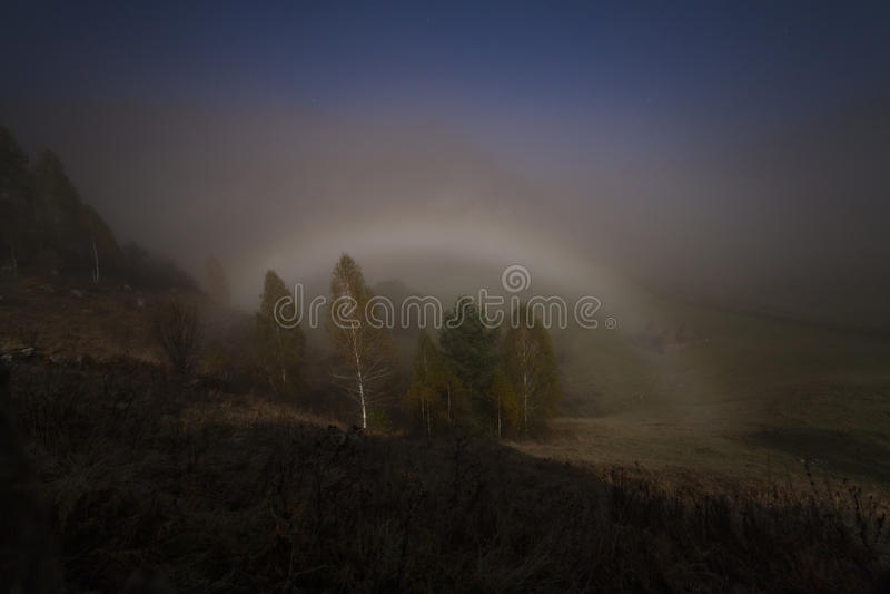 Moonbow fogbow在晚上 免版税图库摄影