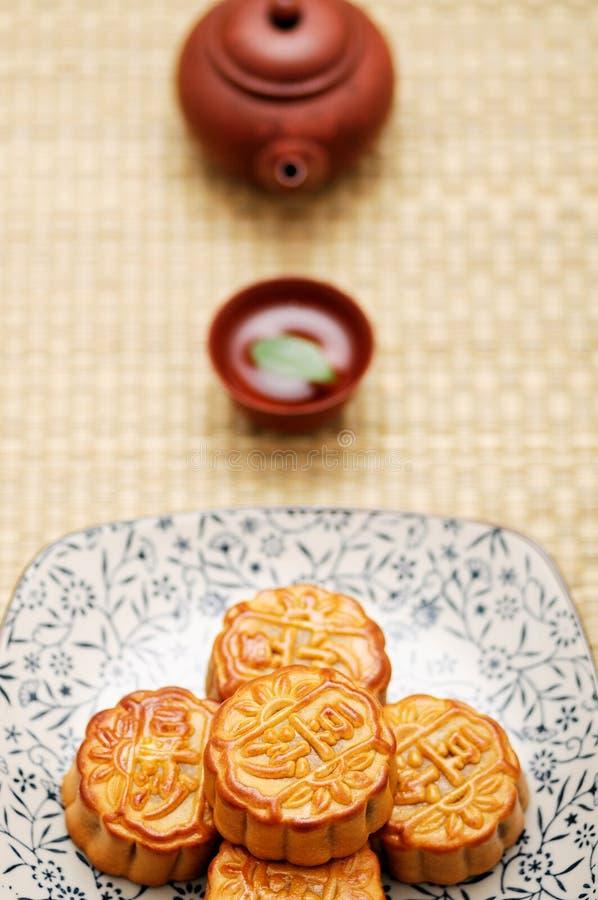 Mooncake και κινεζικό τσάι στοκ φωτογραφία με δικαίωμα ελεύθερης χρήσης