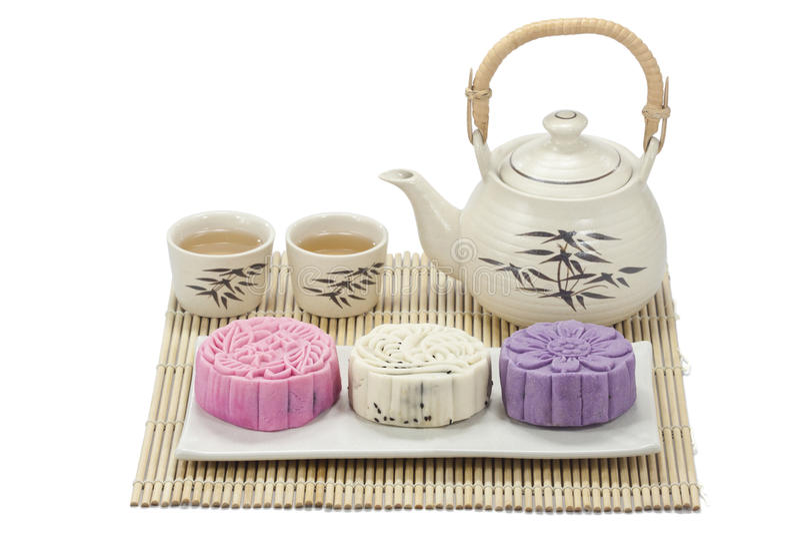 Mooncake avec du thé photos stock